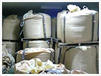 籾を低温貯蔵庫に保管